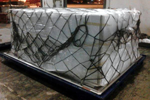 A protective sheet and net is then used to cover the cushioning material. This allows the cargo to be put on the aircraft in the knowledge that the risk of wet damages, dent damages, or losses has been sufficiently minimized.